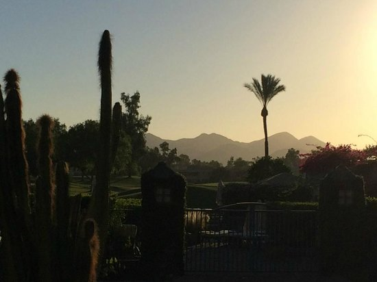 Hyatt Regency Scottsdale Resort and Spa at Gainey Ranch: Vy mot bergen