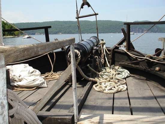 Lake Champlain Maritime Museum: Philadelphia II replica of Benedict Arnold's 1776 gunboat