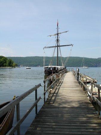 Lake Champlain Maritime Museum: Philadelphia II - replica of Benedict Arnold's 1776 gunboat