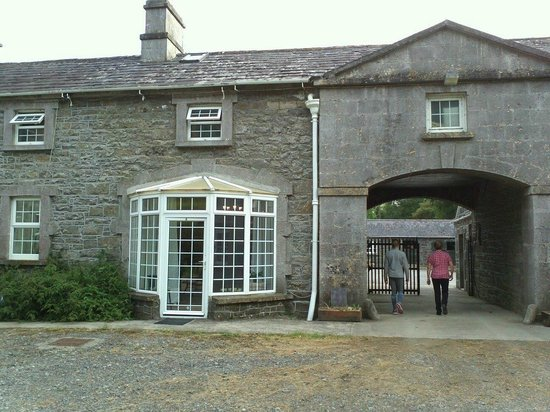Ross House Equestrian Holidays : Room 4 from the Courtyard
