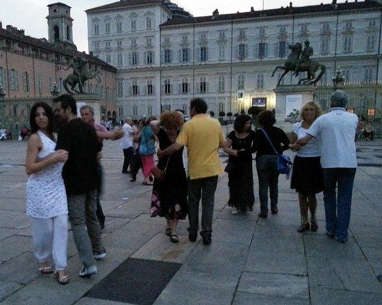 Piazza Castello: Inizia la serata, con l'ultima luce del tramonto