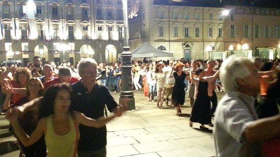 Piazza Castello: La Mazourko di Sant'Andieu davanti al Castello