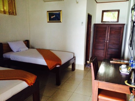 Anda Beach Resort : Room with twin bed