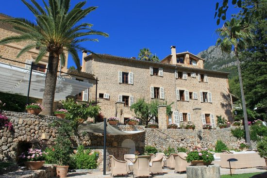 Belmond La Residencia: Vue depuis le jardin