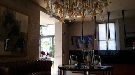 Century Hotel: Lobby