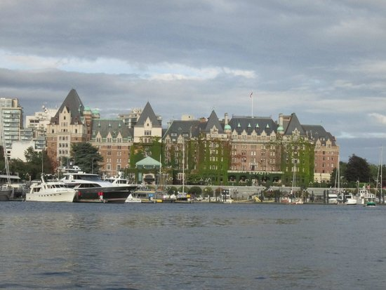 Victoria Hippo Tours : View of Victoria Inner Harbor from our bus while on the water.