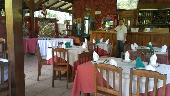 Hotel Colinas del Sol : Ivan and the dining / reception area