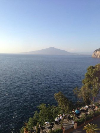 Villa Garden Hotel: The Bay of Naples from our room.