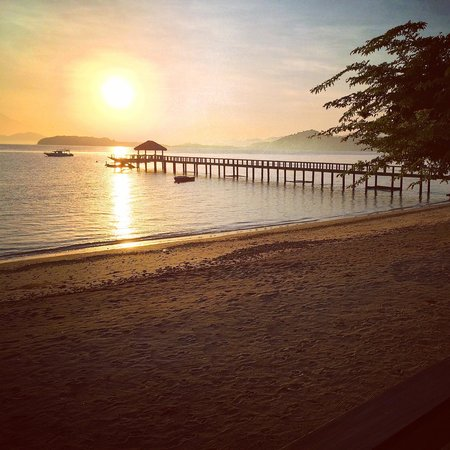Cocotinos Sekotong, Boutique Beach Resort & Spa: Early morning, pic taken from the dining area.