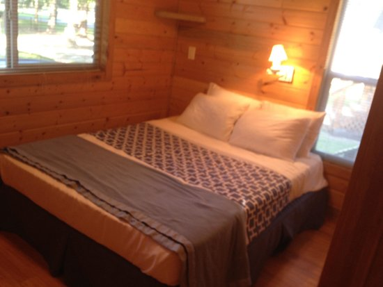 Fayetteville RV Resort & Cottages : Lodge l1 picture
