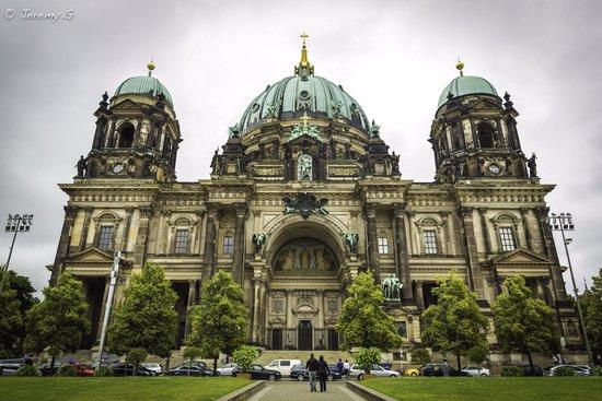 Berliner Dom: The Exterior