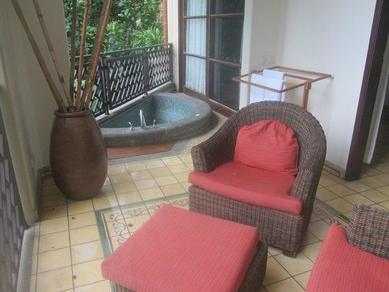 Arenas del Mar Beachfront & Rainforest Resort: suite balcony