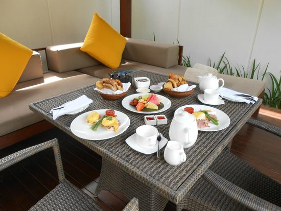 The Samaya Bali Seminyak : Breakfast brought to villa