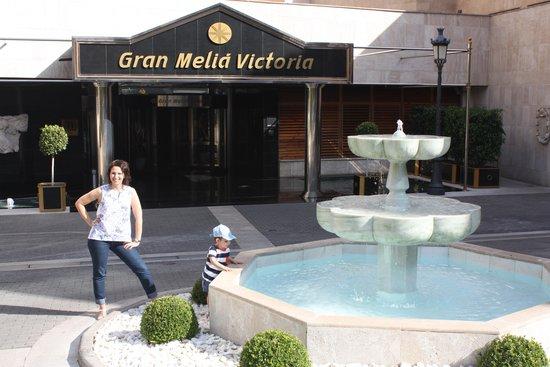 Gran Melia Victoria: En la entrada del hotel
