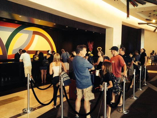 Vdara Hotel & Spa : Line waiting to check in