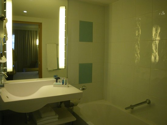 Novotel Brussels Grand Place : bathroom