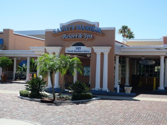 Safety Harbor Resort and Spa: Front of the hotel