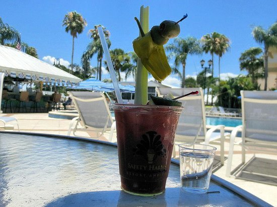 Safety Harbor Resort & Spa, A Trademark Collection Hotel : Awesome Bloody Mary's poolside