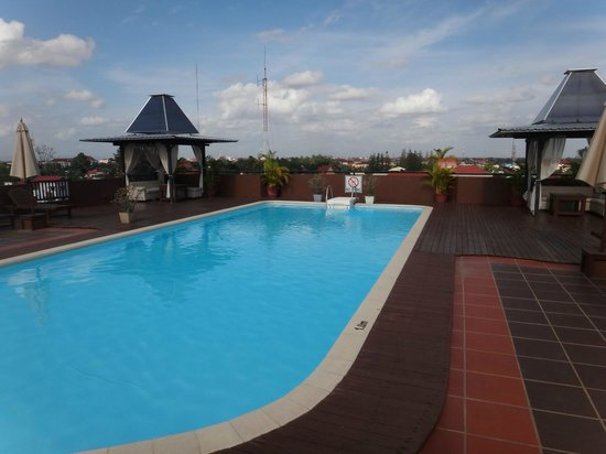 City River Hotel: Relaxing pool on the roof