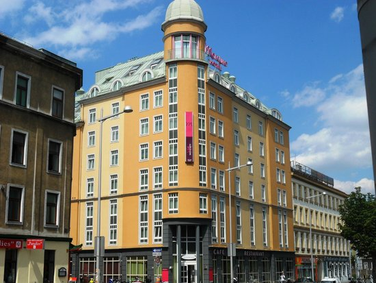 Hotel Mercure Wien Westbahnhof: Außenansicht, direkt gegenüber Westbahnhof