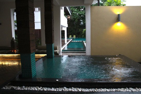 Colombo Courtyard: The Pool