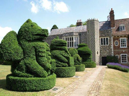 Bexley, UK: Queen's Beasts Topiary Hall Place & Gardens