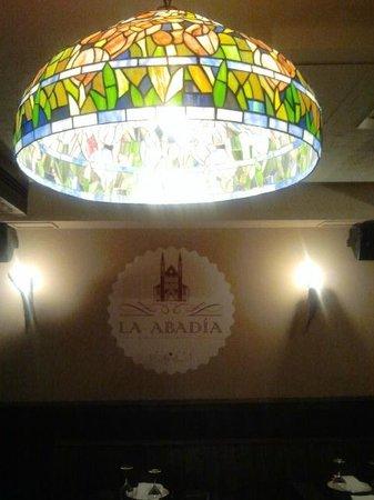 La Abadía- crepería, brasería: Detalle de las lamparas.