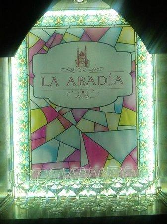 La Abadía- crepería, brasería: Detalle de la vidriera encargada a un artesano para el local.