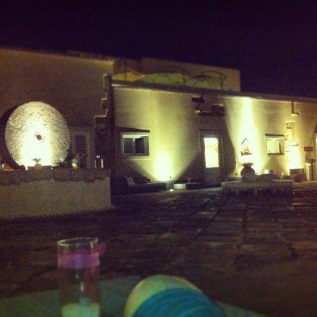 Hotel Borgo Pantano: il baglio la sera