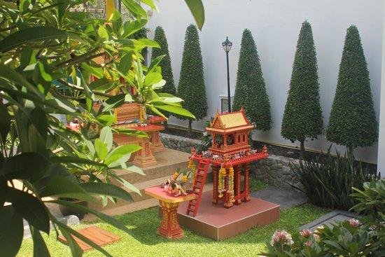 Andaman Seaview Hotel: Near the hotel entrance