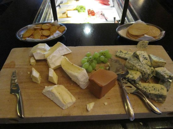 Grand Hotel: Many choices of cheese