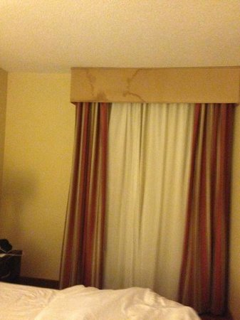Hilton Garden Inn Augusta: Water damage evidence in curtain area
