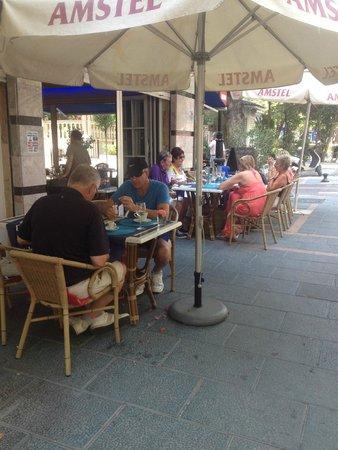 La Esquina The Corner Bar: Locals enjoying Sundays meals
