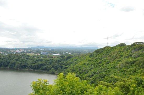 Loma de Tiscapa : View over Managua