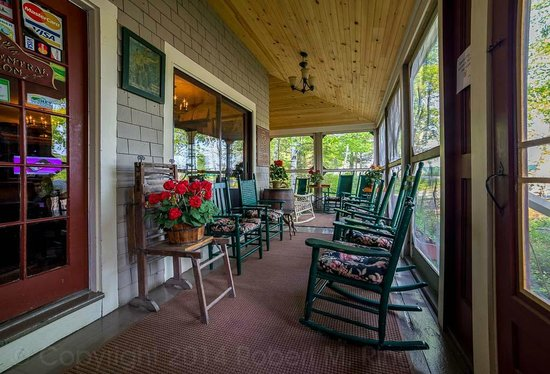 Big Moose Inn, Cabins & Campground: Front porch