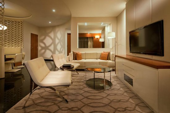 Jumeirah Emirates Towers: Deluxe Suite Living Area