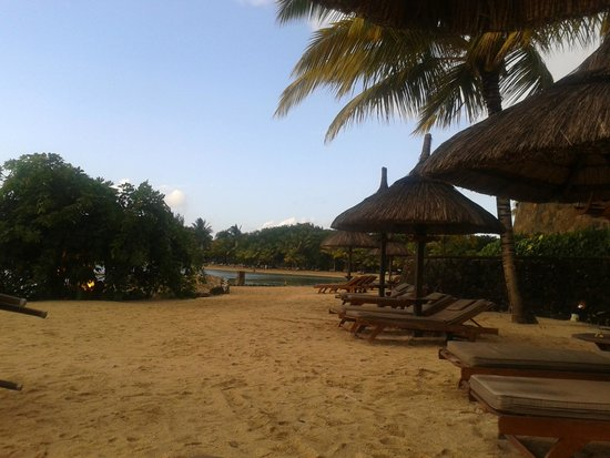 Maritim Resort & Spa Mauritius: sun bathing by the beach