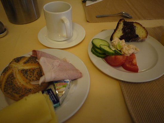 Hotel Konvice: 朝食はバイキングで他の宿より豊富でした