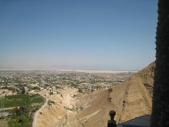 Qumran Caves: mais uma vista de jerico tirada da montanha