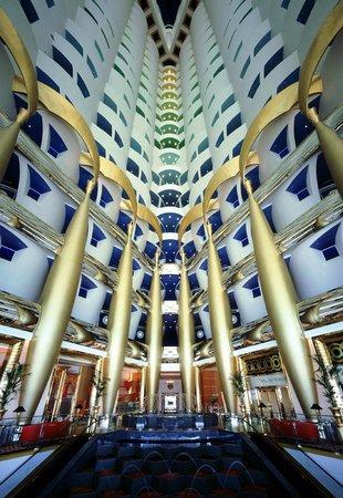 Burj Al Arab Jumeirah: ...veduta della hall