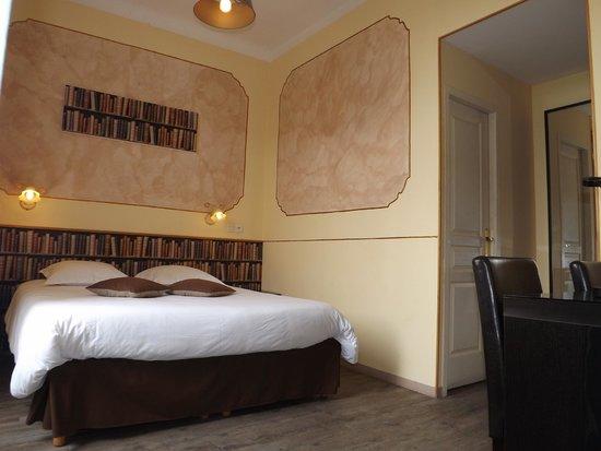 """Hotel Chalet de l'Isere: Chambre confort """"Bibliothèque de Guy de Maupassant"""""""