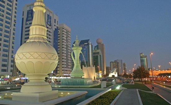 The Corniche: ...bella al tramonto