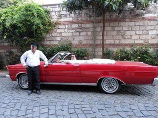 Armada Istanbul Old City Hotel: The hotel has a really neat collection of cars