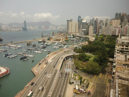 The Excelsior, Hong Kong: Looking down from the window - the busy street and the bay