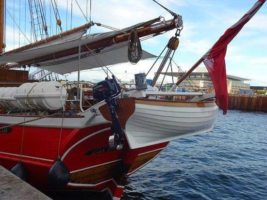 The Little Mermaid (Den Lille Havfrue) : 海岸沿いのヨット