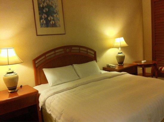 Sabah Oriental Hotel: A bedroom