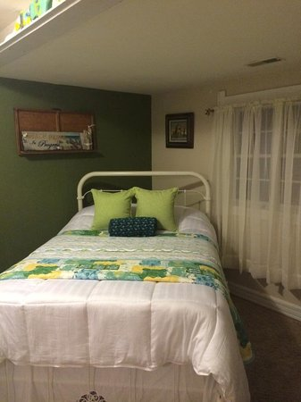SunnySide Tower Bed & Breakfast Inn: The second bedroom in our Catawba Suite