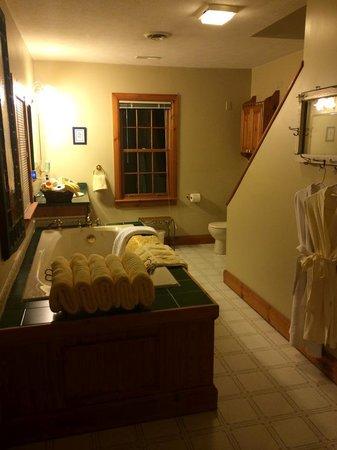 SunnySide Tower Bed & Breakfast Inn: Our Huge Bathroom!