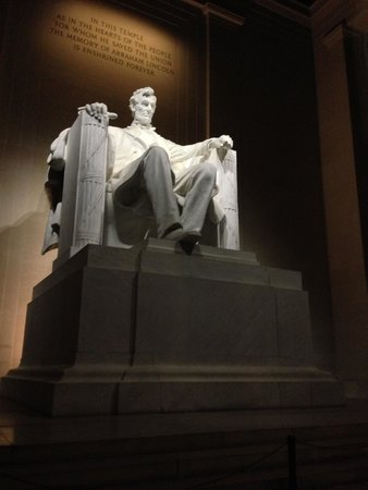 Piscina reflectante del monumento a Lincoln: Honest Abe in the Quiet Evening