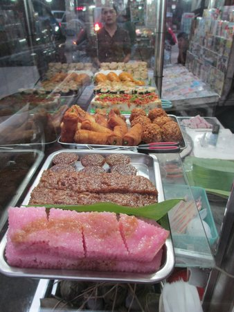 Mie Tiong Sim Selat Panjang: Local Cakes (Kuih)